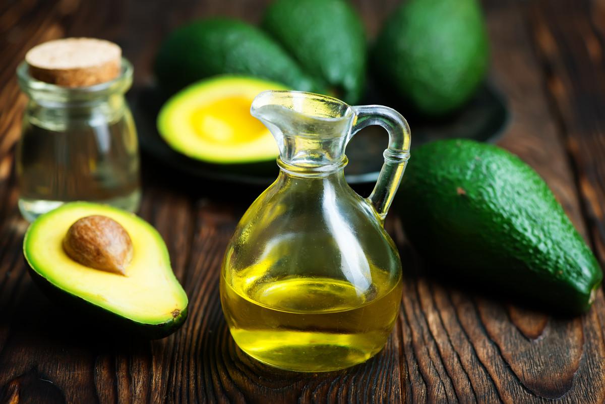 Masque pour le visage maison à base d'avocat et d'huile d'olive
