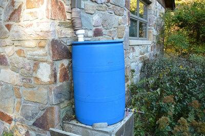 DIY: comment fabriquer un récupérateur d'eau de pluiede 200litres?