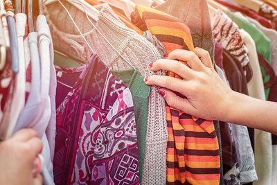 Friperies: les adolescents raffolent des vêtements de seconde main