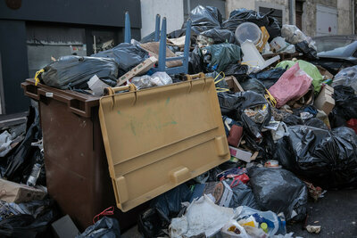 Les plages de Marseille jonchées de déchets, le ramassage s'organise
