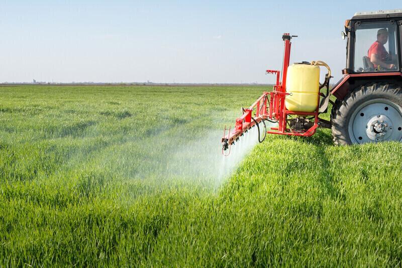 Pulvérisation des pesticidesà proximité des zones d'habitation: Où en est-on des règles de protectiondes riverains?
