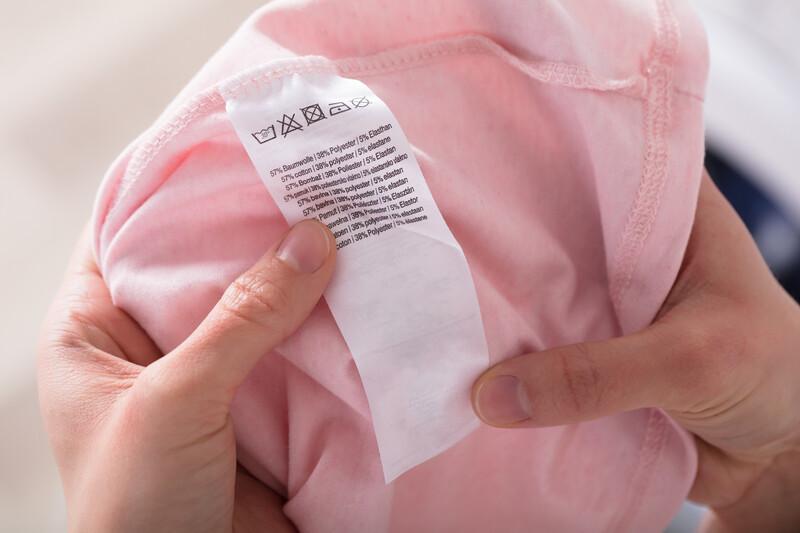 Comment déchiffrer les étiquettes textiles des vêtements?