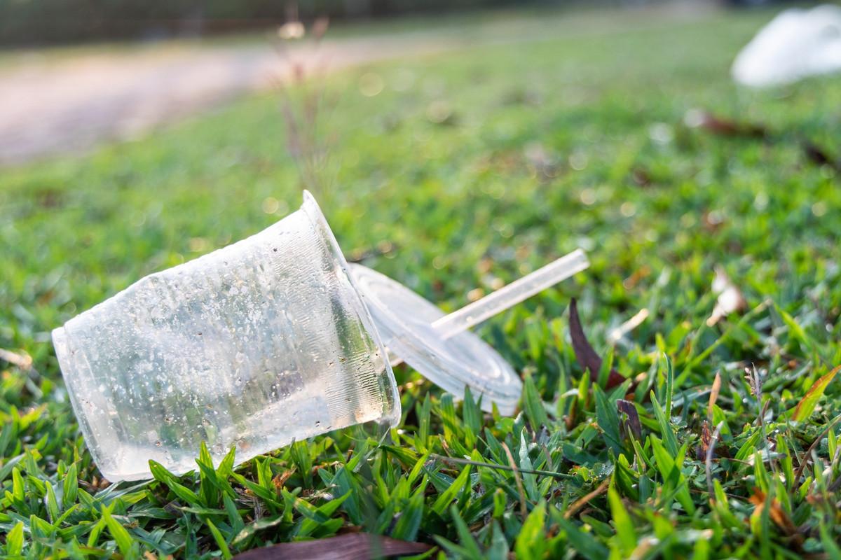 Le Canada établit une liste d'objets en plastiques interdits dès 2021