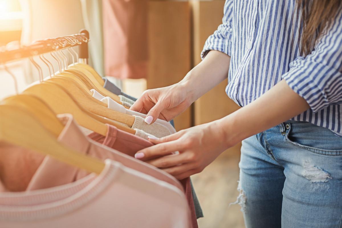 Les vêtements bientôt notés de A à E selon leur impact sur l'environnement