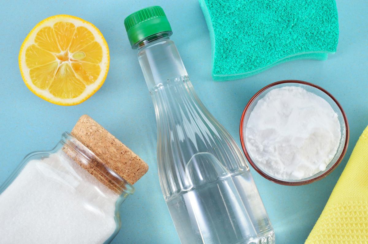 Vinaigre blanc: 8 utilisations pour la maison et dans la salle de bain