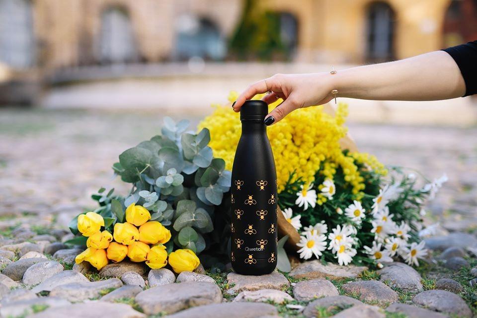 La bouteille Abeilles de Qwetch en soutien aux apiculteurs