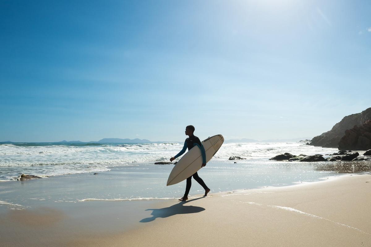 Un Américain fabrique une planche de surf à partir de mégots de cigarettes