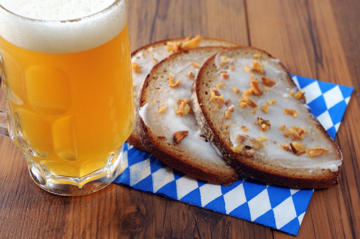 Des boulangers font de la bière avec du pain