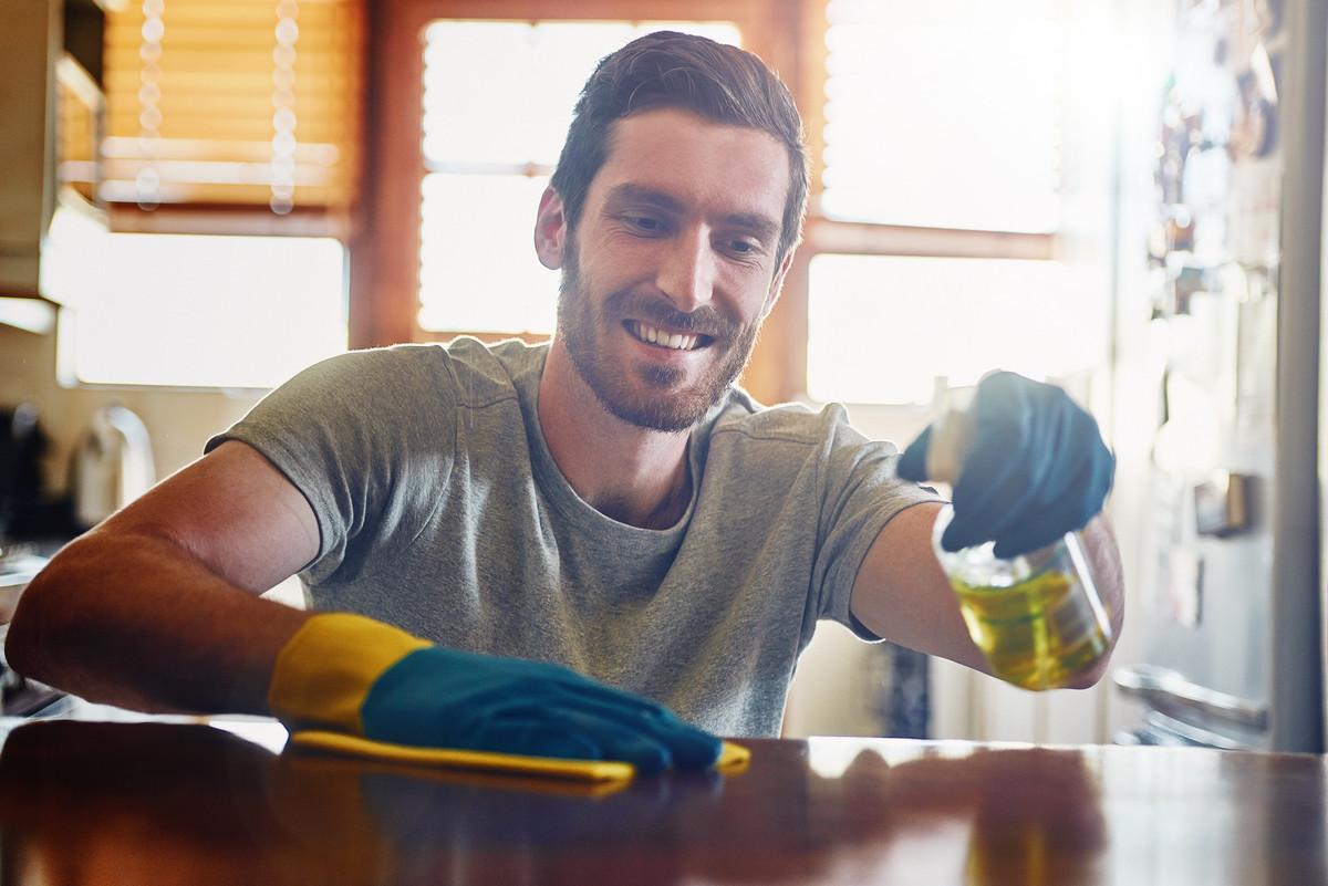 Comment faire briller ses meubles en bois avec des produits naturels?