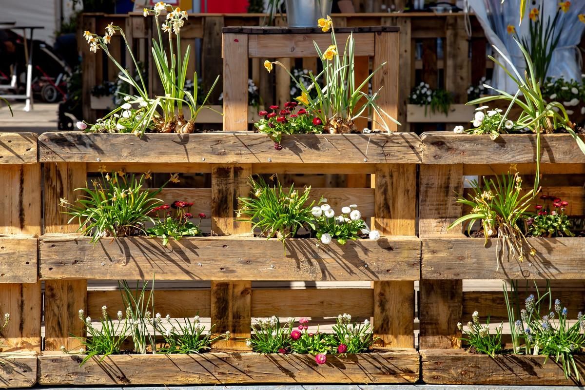 DIY : 2 méthodes pour fabriquer un jardin vertical en palettes