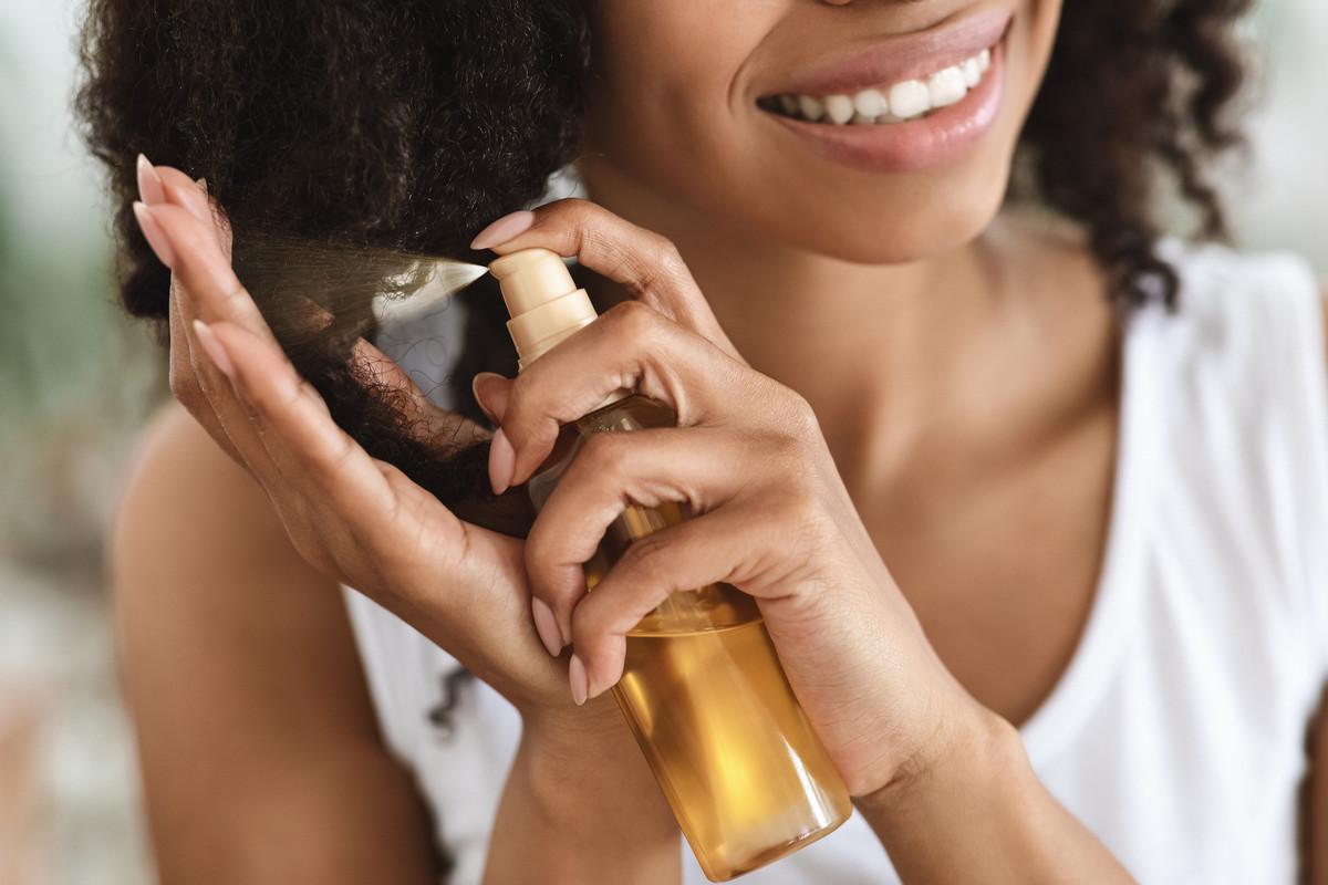 DIY : 3 recettes naturelles de laque pour cheveux