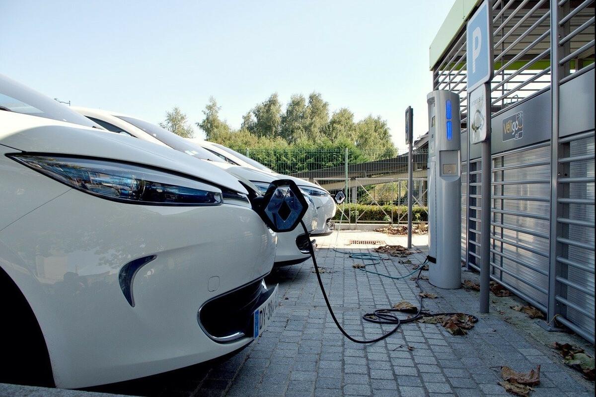 840 bornes de recharge pour véhicules électriquessupplémentaires à Paris