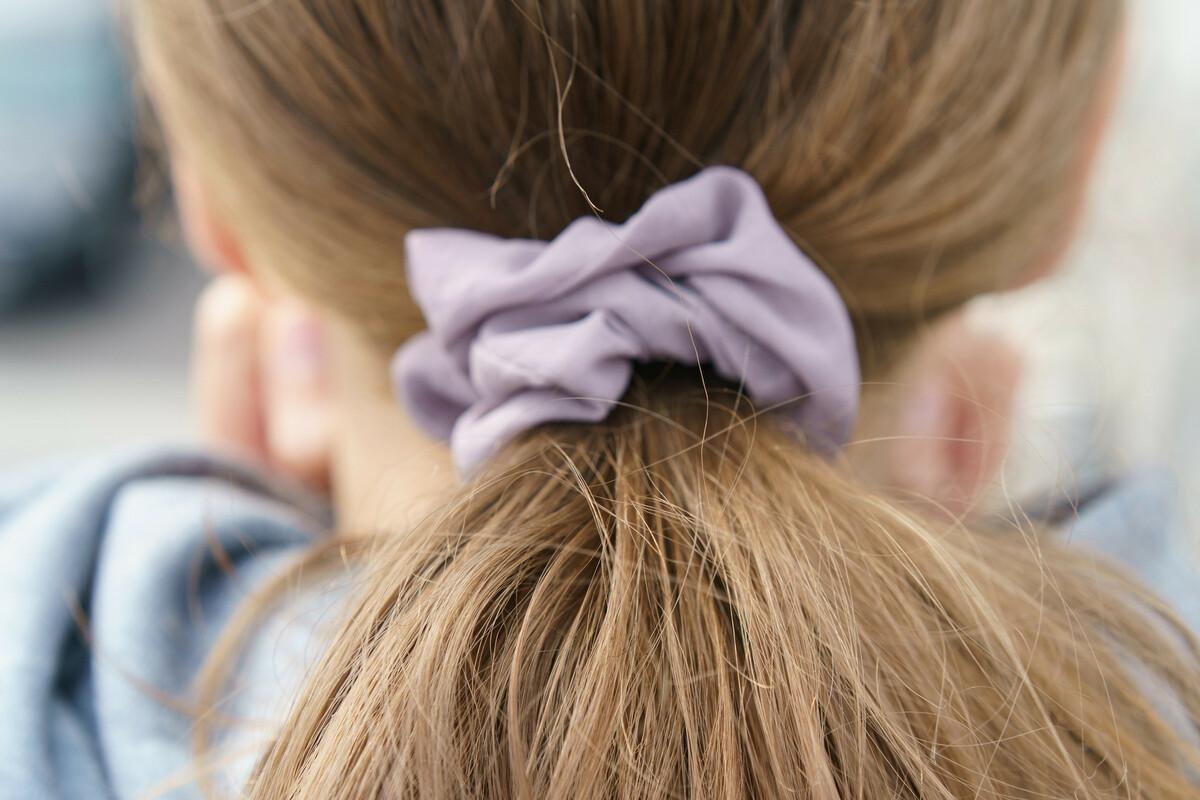 DIY: comment fabriquer un chouchou en tissu pour les cheveux?
