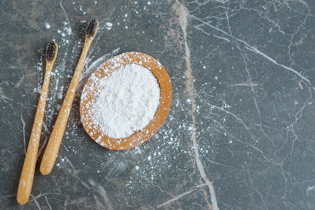 DIY: 3 recettes pour fabriquer un dentifrice en poudre naturel