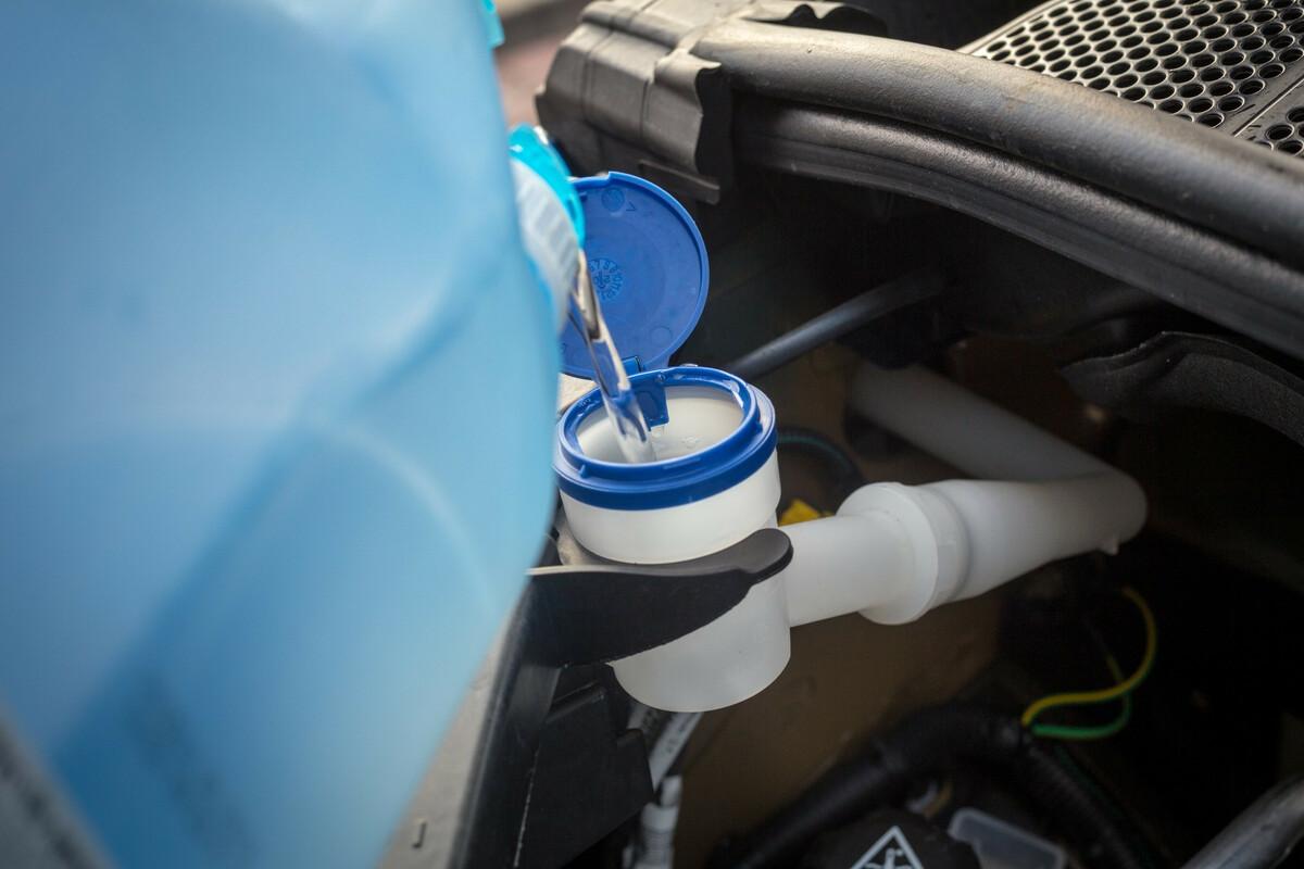 Fabriquer un liquide lave-glace écolo au vinaigre blanc