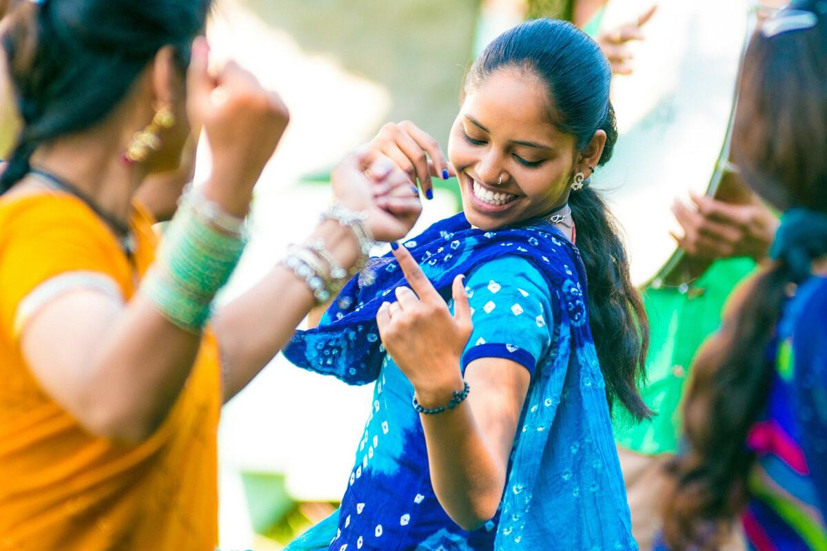 Fabriquer un sari indien traditionnel pour adulte et enfant