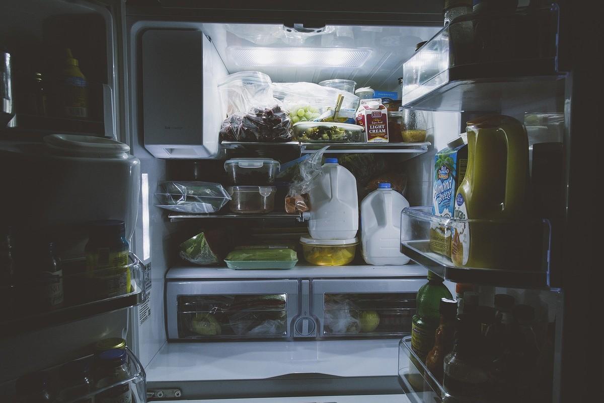 Vinaigre blanc contre les odeurs du réfrigérateur